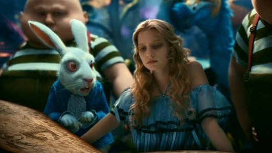 Tim-Burton-s-Alice-In-Wonderland-alice-in-wonderland-2010-13677946-1360-768