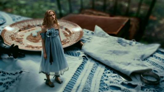 Tim-Burton-s-Alice-In-Wonderland-alice-in-wonderland-2010-13695462-1360-768